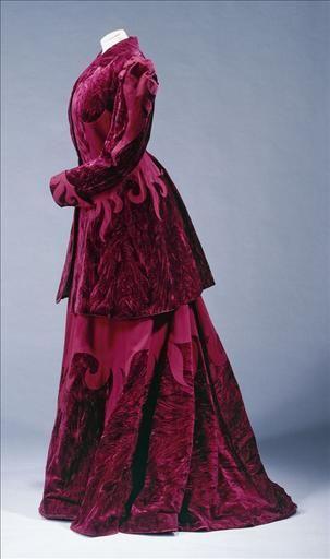 Tailor-made suit, between 1897 and 1900, at the Galliera musée de la Mode de la Ville de Paris, via Musée de France