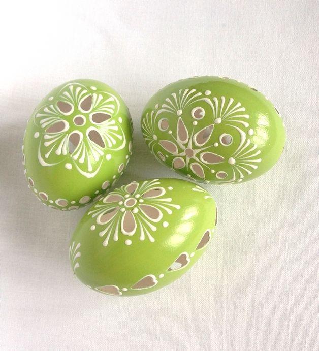 Ein Satz von 3 grün Hand verziert bemalte Osterei made by VeryAndVery via DaWanda.com