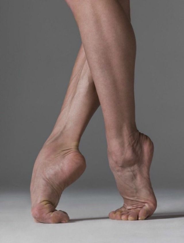 Do Male Ballerinas Wear Pointe Shoes