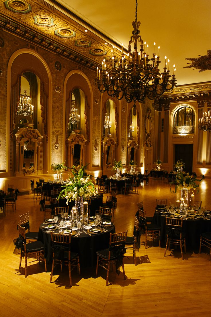 A breathtakingly elegant ballroom wedding reception (Iluminada Photography)