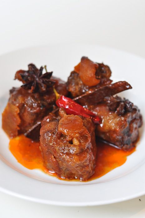 Braised Oxtail with Asian Flavours (425 for 30 mins, 350 for 2 ½ hrs: 2 ½ lbs oxtail, 2 C tomato juice (canned variety), 2 C water, 4 star anise, 3 dried chilies, ½ fresh orange peel (removed with a vegetable peeler so there is no pith), 1 T brown sugar, 5 T soy sauce, 2 T rice wine vinegar, 1 head of garlic peeled and halved, and 2 thumb sized pieces of fresh ginger thinly sliced (18 slices))