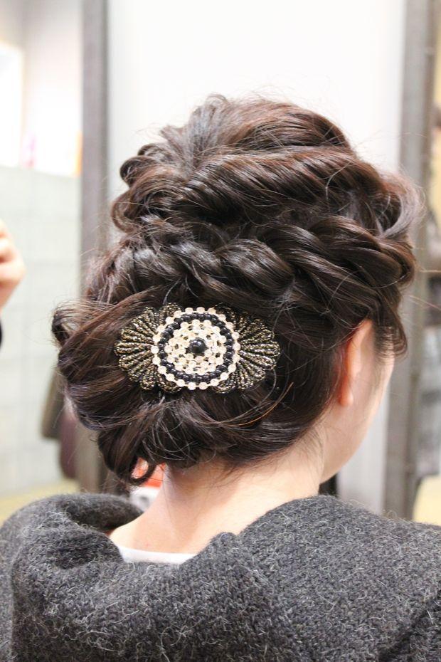 結婚式のヘアメイク 富山県高岡市にある理容店FIGAROです。 カット・カラー・パーマはもちろんヘアメイク!! お顔剃りやエステシェービング・ブライダルエステシェービング!!本格ヘッドスパなど多彩なメニューがあります。女性専用の個室あり。