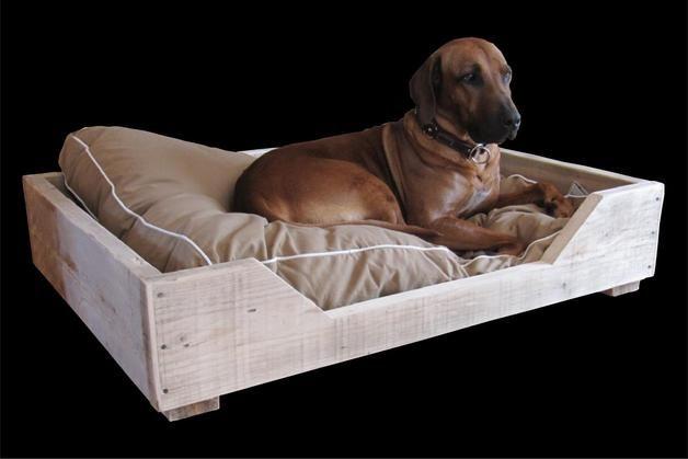 Hund: Schlafplätze - Hundebett aus Bauholz - ein Designerstück von timberclassics bei DaWanda