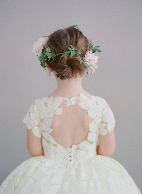 So cute!! <3 Dit soort bruidsjurken maken wij ook voor de bruidsmeisjes bloemenmeisjes <3