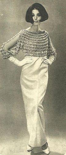 Julie Christine vestida con una creación de Yves Saint Laurent - 1965.