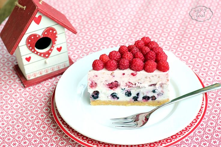 Cheesecake with raspberries and blueberries - Cheesecake cu zmeura si afine