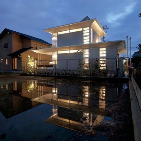 A-ring by Atelier Tekuto is a prefabricated house in Japan that heats and cools…