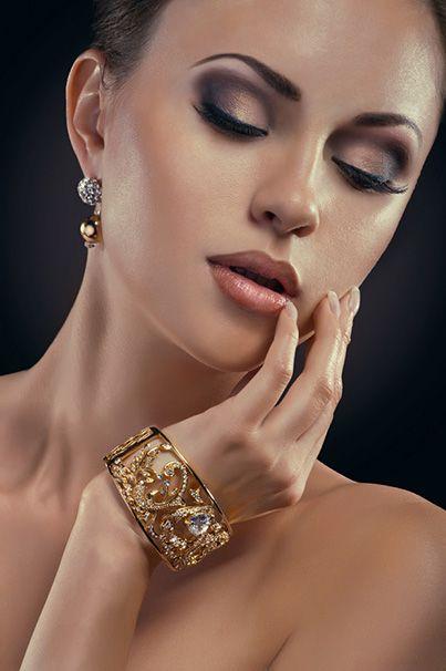 Bijuteriile sunt cele mai pretioase accesorii pe care le poti purta, ele avand potentialul nu doar de de a-ti completa stilistic tinuta, ci si de a-ti evidentia personalitatea, sensibilitatea si eleganta intrinseca.   În ultimul articol, vorbim despre bijuterii indispensabile: http://www.iosabijuterii.ro/cele-3-bijuterii-care-nu-trebuie-sa-ti-lipseasca/»