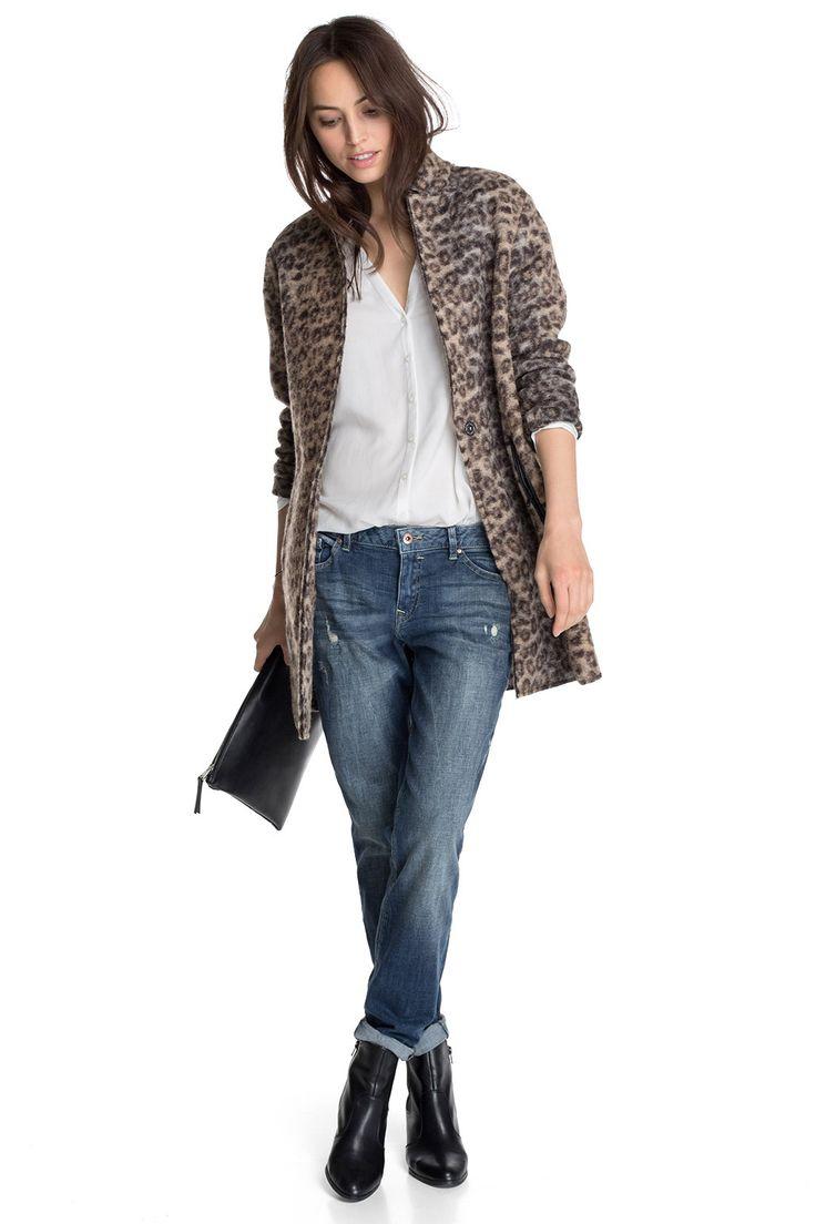 Jeans mit Waschung - Lockere Jeans in Dunkelblau von Esprit. Mit blickdicht unterlegten Löchern und Auswaschungen ist sie ein absolutes Musthave. - ab 59,99€