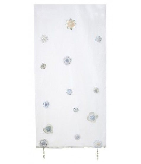 Your child will have their dreams protected with the SilverSparkle canopy.