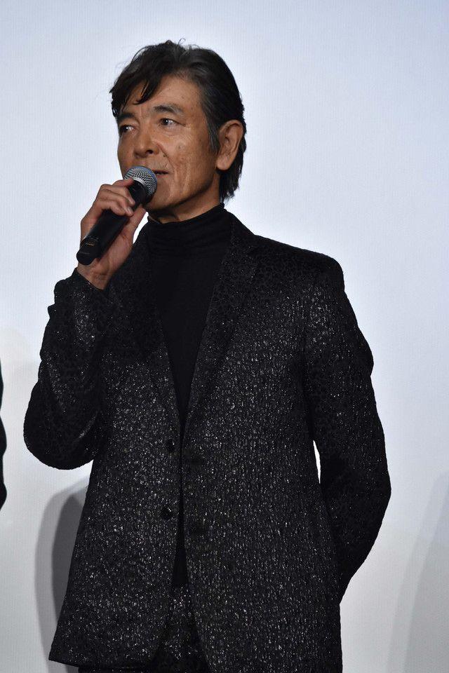 現在64歳の柴田恭兵。