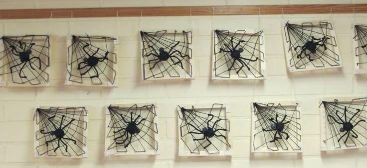 Hämähäkinseitti naulaamalla.