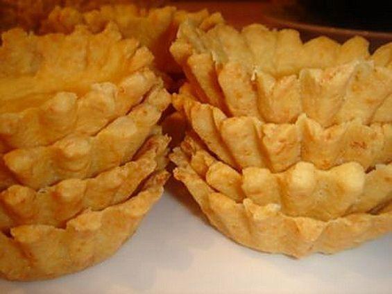 Как приготовить вкусное песочное тесто для тарталеток. Рецепт приготовления домашнего песочного теста для тарталеток очень простой и не займет у вас много времени.