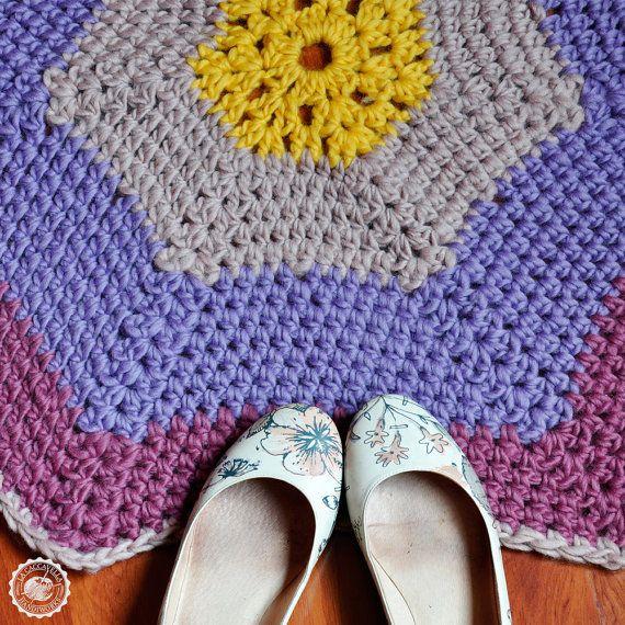 Tappeto a stella con fasce in morbida lana all'uncinetto, 85 cm. Scendiletto o per giochi bambini. Personalizzabile e su ordinazione