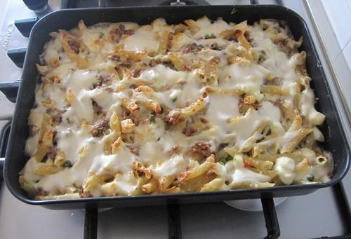 pasta al forno piselli e salsiccia