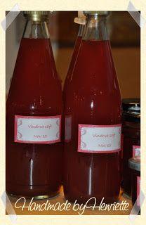 Vindruer Pr. liter saft: 400 g sukker 2 tsk citronsyre ¼ tsk atamon Ved brug af en saftkoger (tuttifrutti), kommes de skyllede vindruer i ...