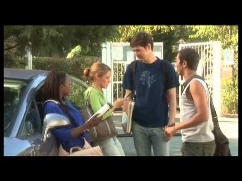 Roman Photo: Trop de devoirs:  Education unit video