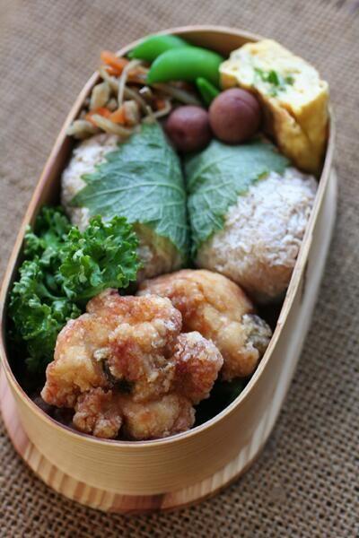 Twitter from @be_beejp 今日のお弁当は、梅しそお稲荷唐揚げ弁当 #obentoart
