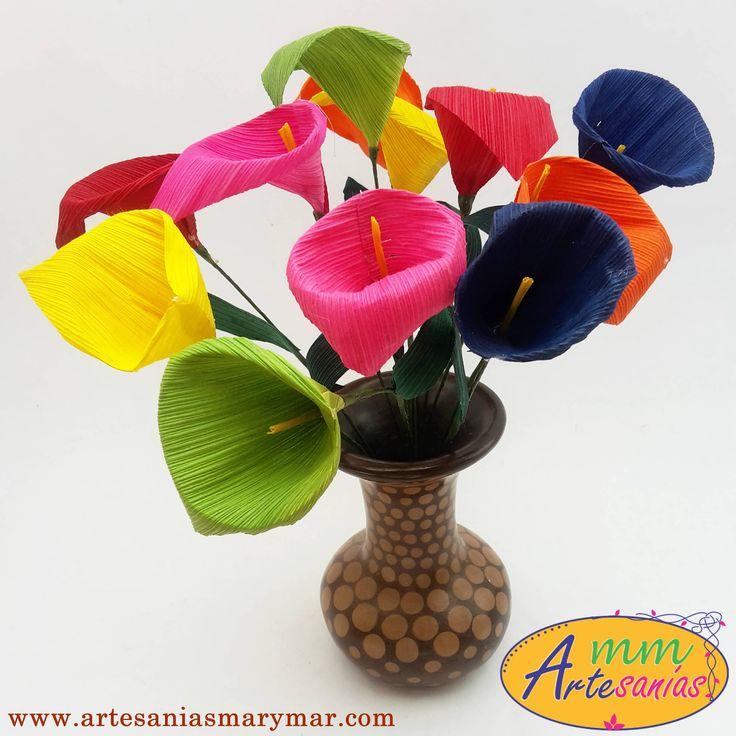 www.artesaniasmarymar.com  Flores artesanales elaboradas en hoja de maíz. Dale un toque muy mexicano con este ramillete de alcatraces coloridos.