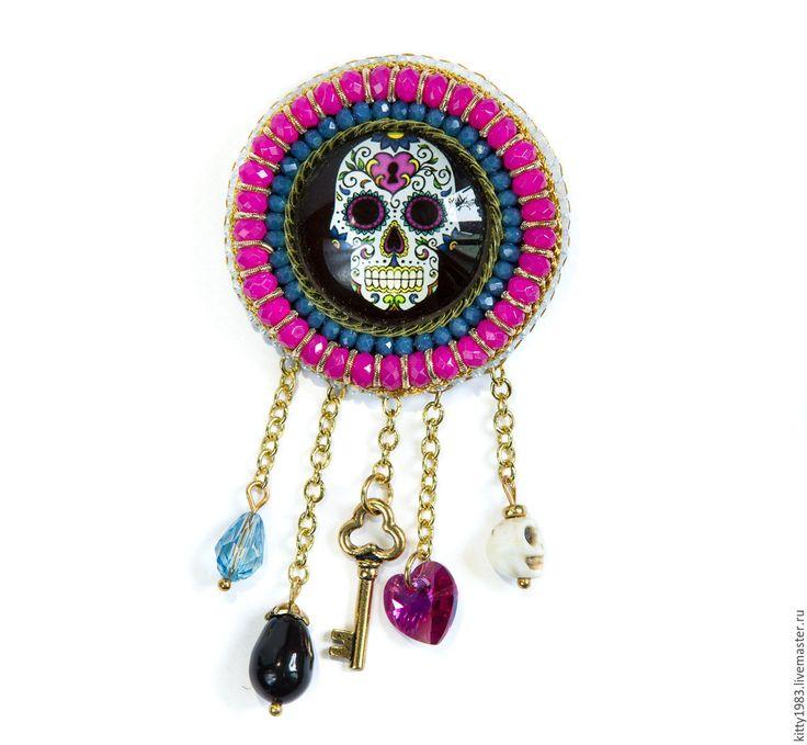 Купить Брошь Череп радужный(брошь веселый череп, розовый, веселое настроение - разноцветный, брошь