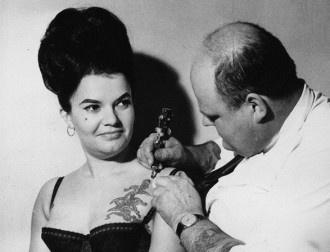 Mulheres tatuadas no final do século 19 e começo do 20