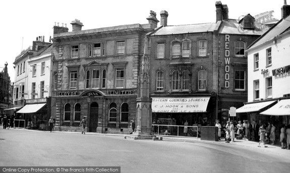 A soldier is seen walking along the road towards the war memorial in this 1950s' view of Yeovil in Somerset; he was probably based at Houndstone Camp on the outskirts of the town. Yeovil's war memorial to the local men who died in the First World War was unveiled on 14 July 1921. It was built from local Hamstone and designed in the style of an Eleanor Cross. Yeovil, The Borough c.1955 #lestweforget #RemembranceDay