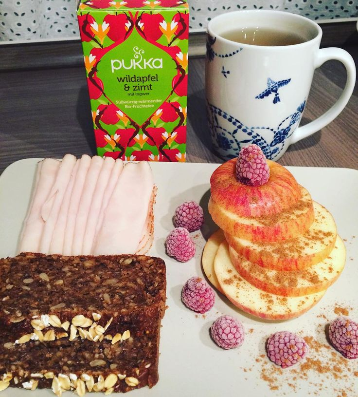 Guten Morgen Freutags- #fitfam Standi- #frühstück mit Vollkornbrot Hähnchenbrustaufschnitt und Apfel und dazu wieder #pukka Tee Wildapfel&Zimt von @pukkaherbsdeutschland #breaky #breakfast #breakfastlover #lowcarb #lowcarblife #foodstagram #cleaneating #healthyeating #fatloss #fattofit #fitgirls #fitchicks #fitness #lifestyle #weightlossjourney #bodychange #transformation #trainhardeatwell #noexcuses #nevergiveup #icaniwill #instafit #strongnotskinny #beachbodyloading #dearfatpreparetodie…