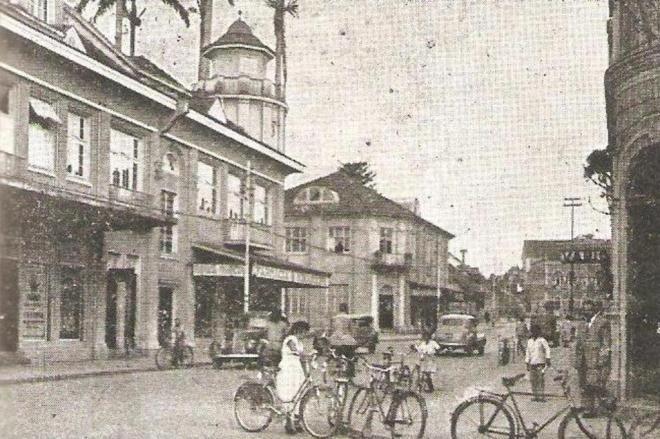 Rua do Príncipe em 1950, época em que a maioria dos joinvilenses deslocava-se de bicicletas