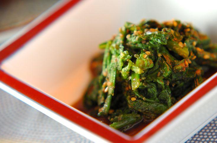 春菊の苦みと、合わせゴマダレの甘さが良く合う。お弁当にもオススメです。春菊のゴマ和え[和食/サラダ・おひたし]2011.11.28公開のレシピです。