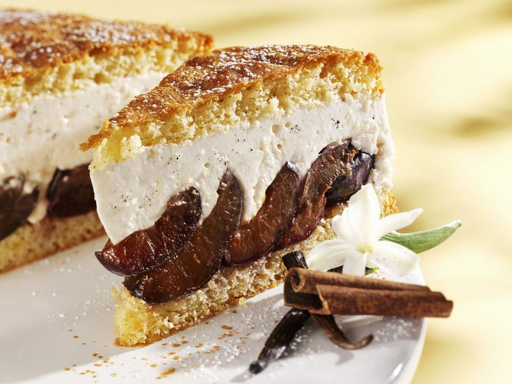 Quarkkuchen mit Pflaumen | Zeit: 45 Min. | http://eatsmarter.de/rezepte/quarkkuchen-mit-pflaumen