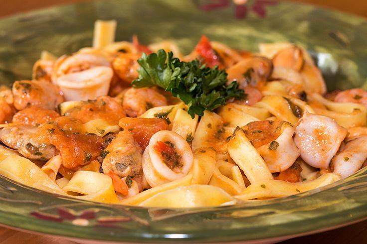 Des penne aux fruits de mer et sa sauce Arrabiata pour sublimer cette assiette Terre-Mer. J'apprécie beaucoup l'association fruits de mer avec les pâtes ...
