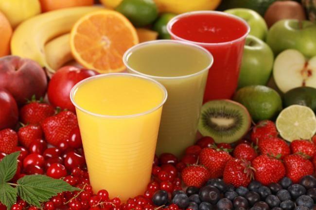 Scegliete la frutta che più vi piace per preparare un fresco frullato di vitamine. Buona colazione!! #joele #buongiorno #sveglia #colazione #frullati #fruttafresca #vitamine #energetico