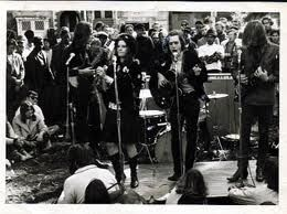 Love Pageant Rally. 06/10/1966, San Francisco. Big Brother and the Holding Company fueron invitados por el organizador, Michael Bowen, a tocar gratis en la concentración. https://www.youtube.com/watch?v=q9MHs9BJD7A