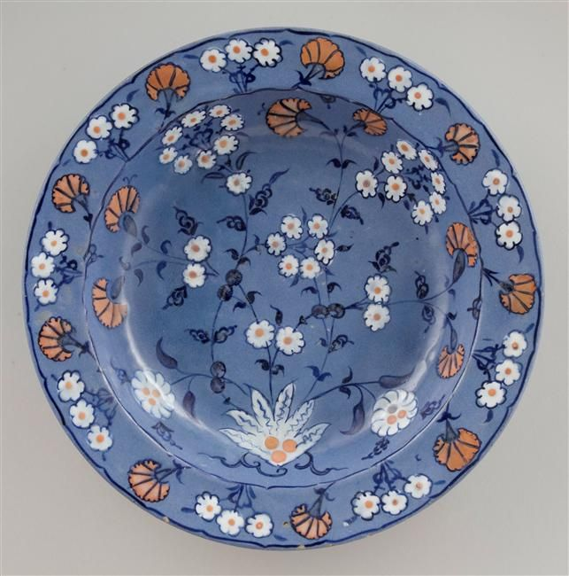 Plate with a blue-lavander ground with white flowers, and red carnations, Iznik, 16th C. / Ecouen, musée national de la Renaissance