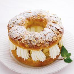 ふんわり&しっとりが自慢の「バナナミルク食パンミックス」を使用して、パーティのメニューにもおすすめなホールケーキ風のデザートに仕上げました。