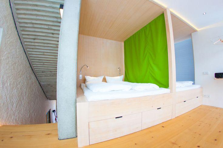Die besten 25+ zwei Doppelbetten Ideen auf Pinterest Betten für - sternenhimmel im schlafzimmer
