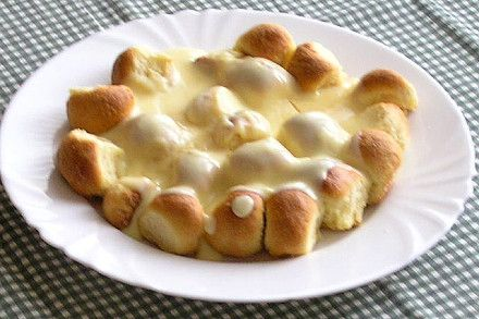 Sweet dumplings with custard sauce (buchtičky se šodo) are traditional Czech little buchty without filling. The recipe comes from Czech roots, however, the bordering countries, mainly Slovakia, Poland, and Hungary consider Buchtičky se šodo as food that came from their country. #AMERICANAPPAREL #PINATRIPWITHAA