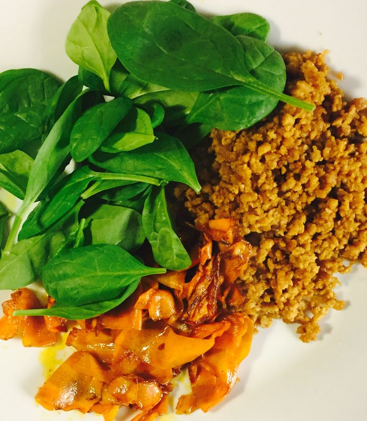 Baby spinach, soy meat and carrot bacon. Yum!