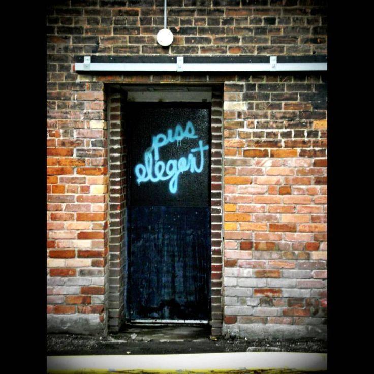 #HappyNewYear #Piss #Elegant#GladstoneHouse #GladstoneHotel !#Dufferin #QueenWest #Parkdale #Toronto #streetsoftoronto #streetphotography