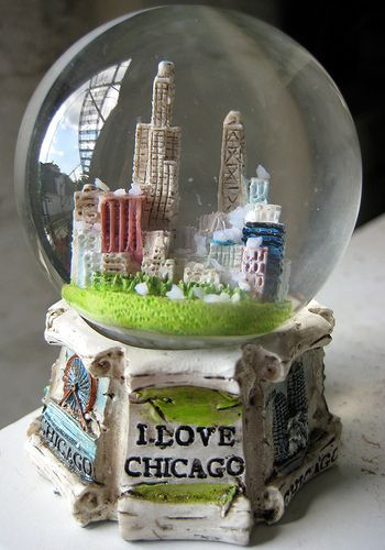 water globes snow globes | Chicago snow globe, resin Chicago souvenir water globe, snow globe ...