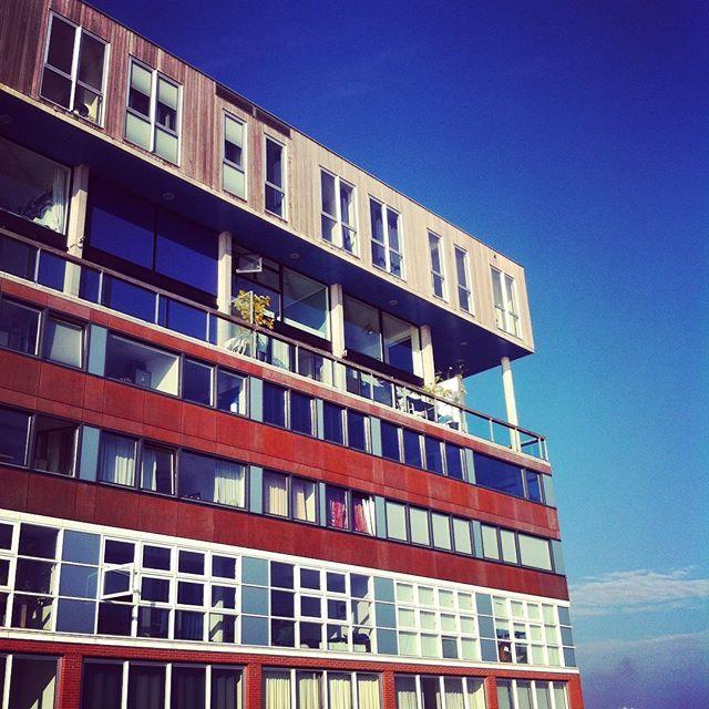 #Amsterdam #Hollande #Netherlands #mvrdv #mvrdvarchitects #architecture #archi #architects #teamarchi #silodam #silodamapartements #ciel #sky #soleil #sun #instasun #instasky #sunnyday #color #colorful #colors