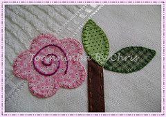 detalhe flor (Joanninha by Chris) Tags: flowers baby flores handmade artesanato feitoàmão rosa bebê patch patchwork lilas toalhas enxovalbebê aplicaçãodetecidos