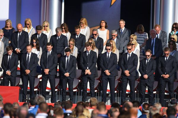Members of the European Ryder Cup team stand for a moment of silence as a tribute to American golfer Arnold Palmer during the Opening Ceremony of the 41st Ryder Cup at Hazeltine National Golf Course in Chaska, Minnesota, September 29, 2016. / AFP / JIM WATSON