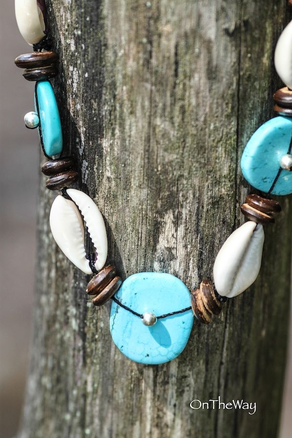 LanguWorld making jewellery. Turquoise with shells and coconut.