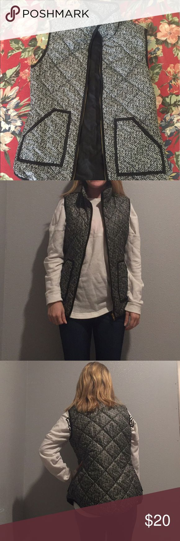 """Black and white puffer vest Size small black and white puffer vest. Like new. I would style this vest with my """"Black Top"""" listing & my """"True red infinity scarf"""" listing of my """"Rogue Top from ShopHopes"""" listing. Bundle up & save! Jackets & Coats Vests"""