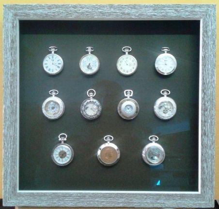 Esta semana nuestro encargo especial a consistido en una colección de relojes clasicos, que hemos enmarcado con una moldura en decape marron con fondo marron oscuro y vidrio museo.