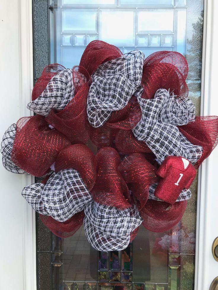 Show your Tide 🌊 pride with this custom houndstooth and crimson door wreath. #diywreath #rolltide #wreaths #meshwreaths #alabama #crimsontide #diycrafts #diy #doorwreaths