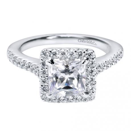 princess cut engagement ring with halo has details