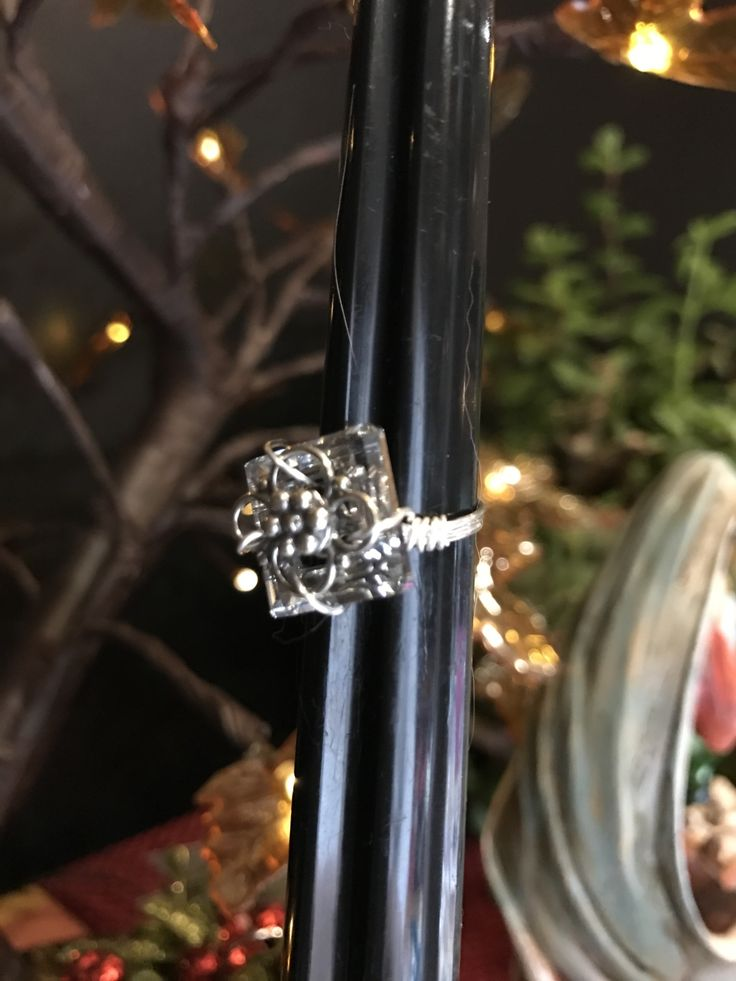 EDITOR'S CHOICE (01/18/2017) Stunning Swarovski Ring by Martha Brownell View details here: http://jewelers.community/creations/4153-stunning-swarovski-ring