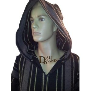 As its name suggest, this purely Moroccan Jellaba is best suited for a colder setting which,believe it or not, can be found in places around its country of origin. Its sober design is adapted to the newest fashion trends which allow it to be worn at any time of the day while staying warm and comfortable. Available in Black and gold, black and grey, and white and brown.